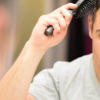 La poudre coiffante : ses avantages et comment l'utiliser